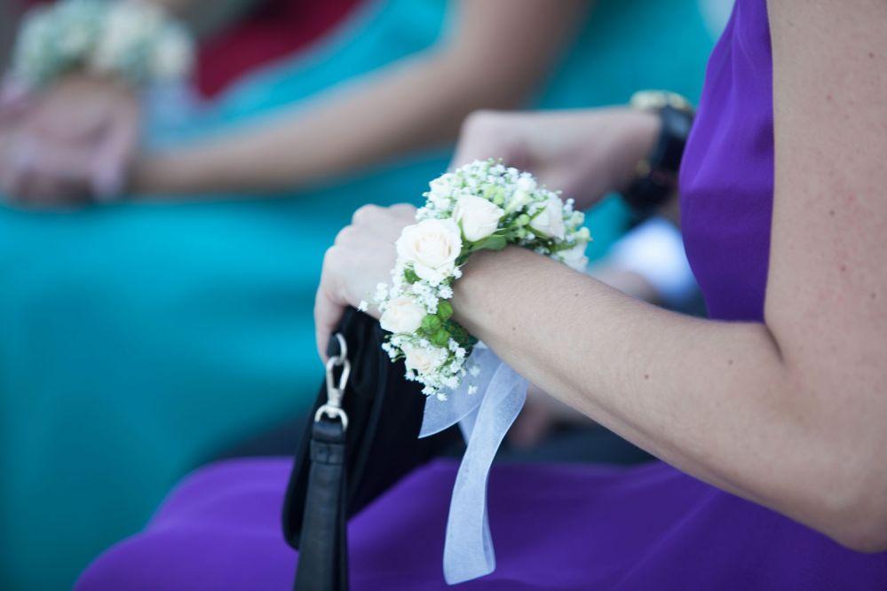 Auguri Matrimonio Per Lo Sposo : Accessori floreali bottoniere per lo sposo e braccialetti