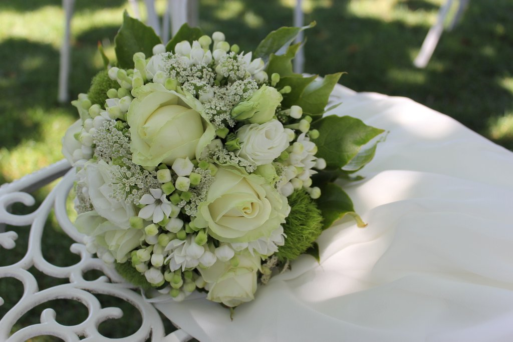 Lisianthus Bouquet Sposa.The Brides Bouquet Giuseppina Comoli S Floral Compositions On