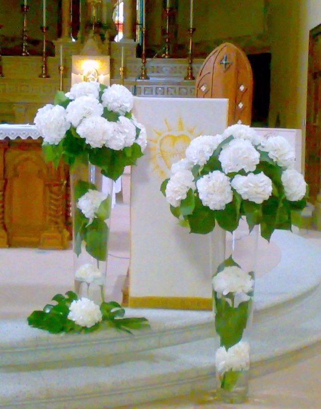 Floral arrangements for church weddings on Lake Maggiore ...