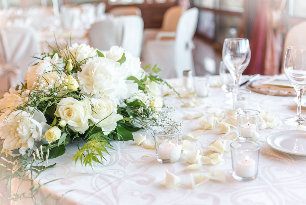 Centrotavola per matrimoni addobbi floreali per ricevimenti di giuseppina comoli - Addobbi tavoli per 18 anni ...