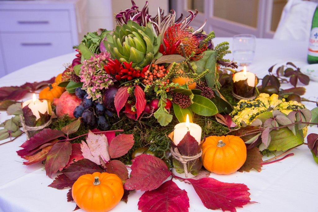 Centrotavola per matrimoni addobbi floreali per ricevimenti di giuseppina comoli - Centro tavola con frutta ...