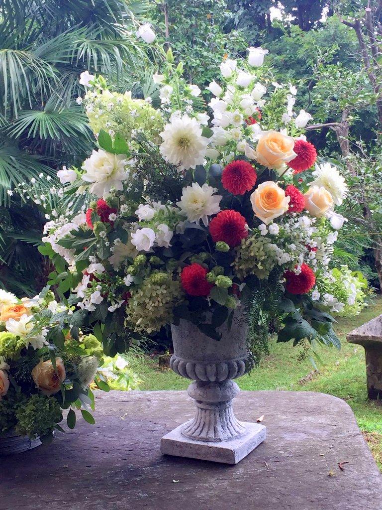 Centrotavola per matrimoni addobbi floreali per for Fiori in giardino