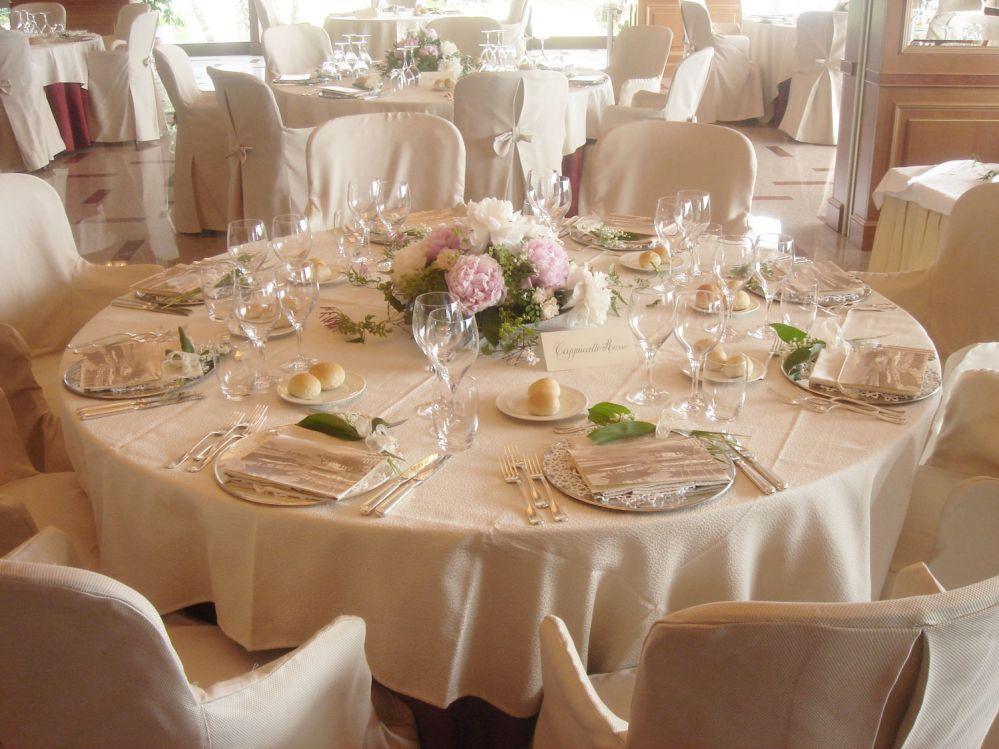 Centro tavolo per matrimonio hm96 regardsdefemmes for Addobbi tavoli matrimonio con candele